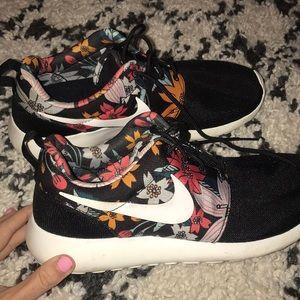 Floral pattern Nike's